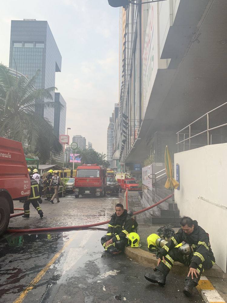 Fire in the Fortune Town shopping centre in Din Daeng, Bangkok | News by Thaiger