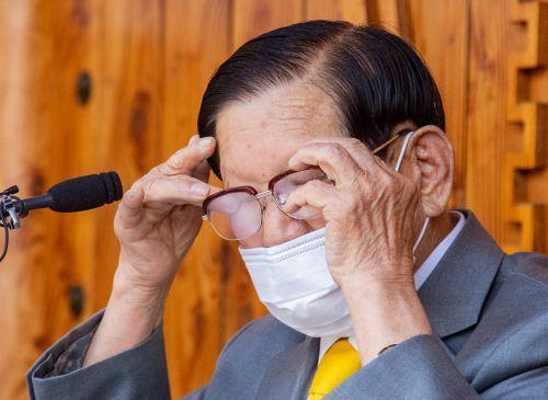 Cảnh sát Hàn Quốc đột kích ép giáo chủ Tân Thiên Địa xét nghiệm virus corona | News by Thaiger