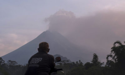 Mt Merapi erupts, closes Adi Sumarmo International Airport in Indonesia | The Thaiger