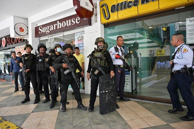 30 con tin bị bắt giữ trong vụ nổ súng ở trung tâm thương mại Philippines | News by Thaiger