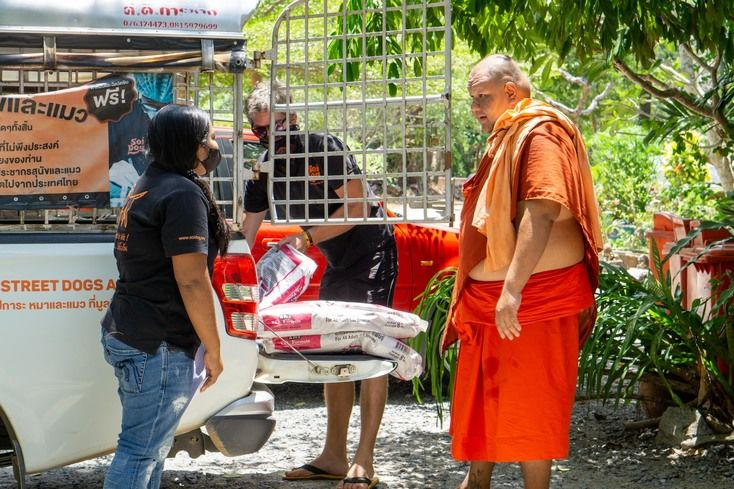 Soi Dog Foundation distributes over 11 tonnes of food to stray animal feeders across Phuket | News by Thaiger