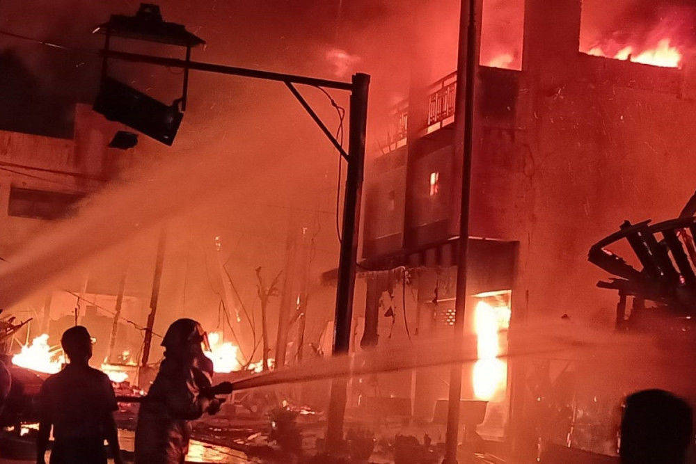 Biggest fire in 40 years at Mae Hong Son provincial city centre - VIDEO   News by Thaiger