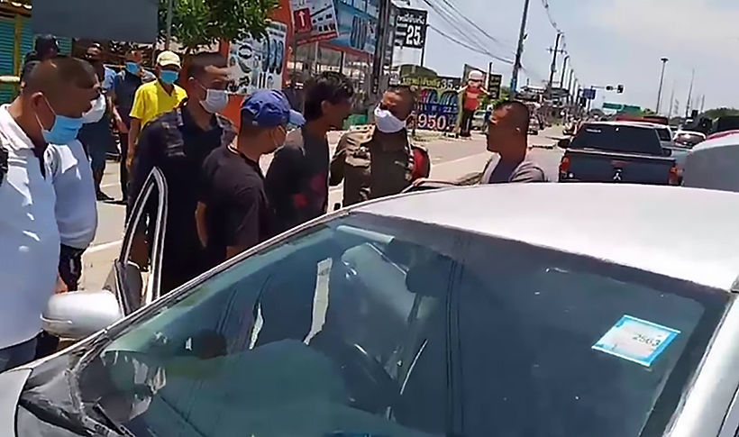 Car thief rammed as the owners take matters into their own hands | News by Thaiger