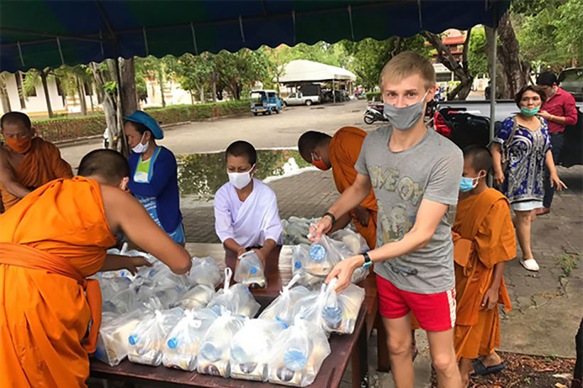 Stranded Russian student earns his room and board at Surat Thani temple | News by Thaiger