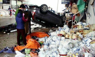 Hà Nam: Nữ tài xế rồ ga, xe ô tô tông vào dãy ki ốt rồi lật ngửa trên vỉa hè | Thaiger