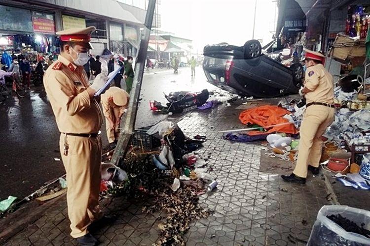 Hà Nam: Nữ tài xế rồ ga, xe ô tô tông vào dãy ki ốt rồi lật ngửa trên vỉa hè | News by Thaiger