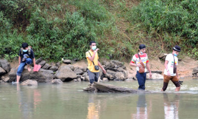 25 more arrested entering Thailand by wading across river from Malaysia | The Thaiger