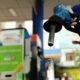 Ngày mai giá xăng dầu giảm sốc, lập mức kỷ lục mới | Thaiger