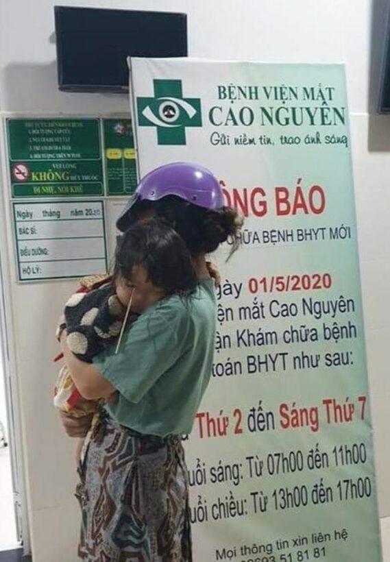 Gia Lai: Bé gái 3 tuổi bị que kem đâm vào hốc mắt do vừa ăn kem vừa đùa nghịch | News by Thaiger
