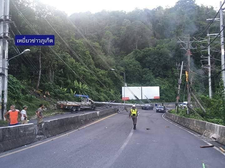 Two men die after truck plows into power pole in Phuket | News by Thaiger