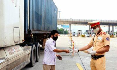 CSGT có quyền dừng xe và tổng kiểm tra toàn bộ giấy tờ: Mức xử phạt như thế nào? | Thaiger