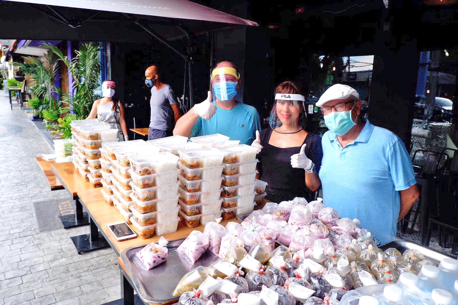 Phuket chef hands out over 2,000 free meals | News by The Thaiger