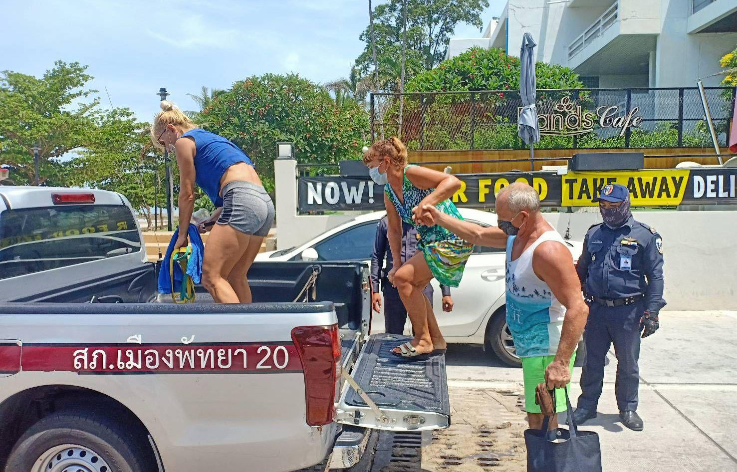 Foreigners arrested for swimming at closed Pattaya beaches - VIDEO   News by Thaiger