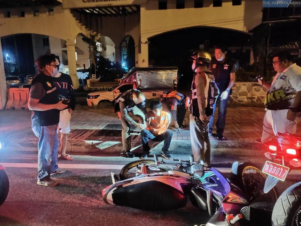 Pattaya motorbike taxi breaks through curfew checkpoint - VIDEO   News by Thaiger