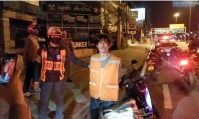 Pattaya motorbike taxi breaks through curfew checkpoint – VIDEO | The Thaiger