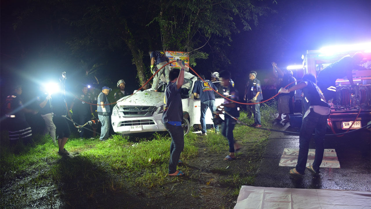 2 killed after truck slams Phuket power pole – VIDEO | The Thaiger