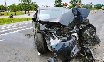 Hà Tĩnh: Ô tô tông dải phân cách, 4 người bị thương | The Thaiger
