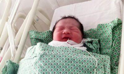 Hà Nội: Mẹ sinh con trên taxi vì tắc đường | The Thaiger