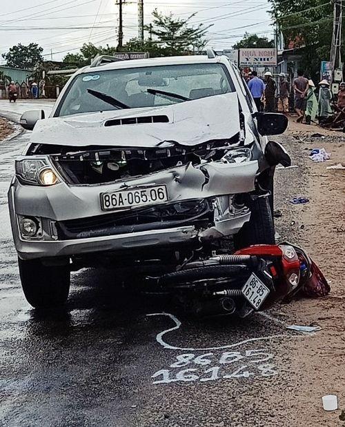 Bình Thuận: Ô tô tông liên hoàn 3 xe máy khiến 1 người chết, 5 người bị thương | News by Thaiger