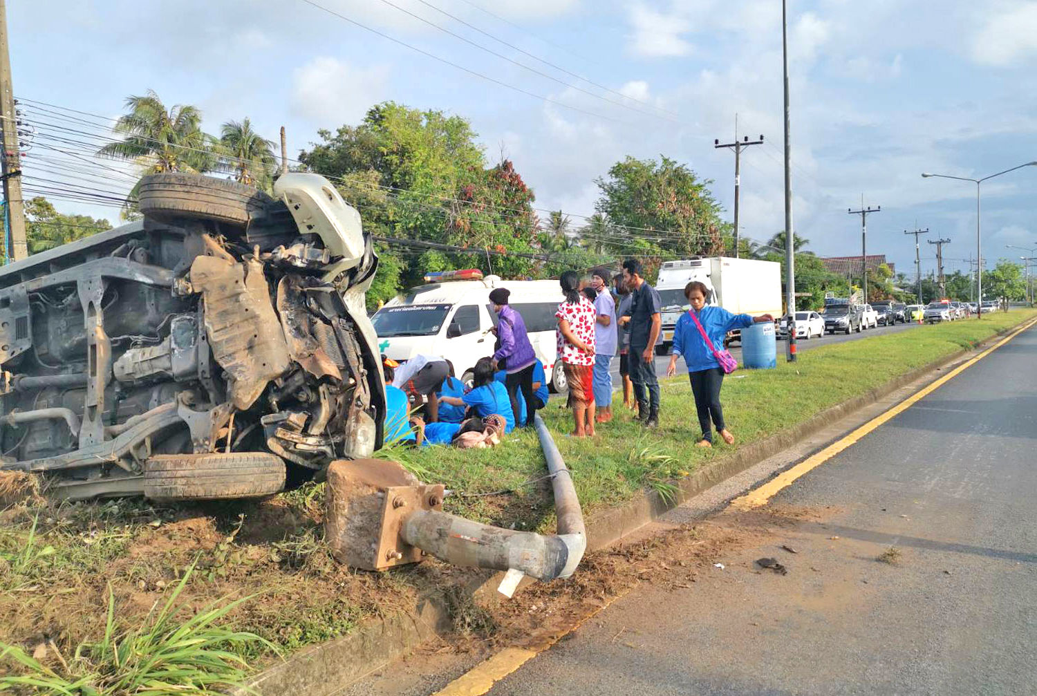 Truck overturns in Songkhla, injuring 12 | News by Thaiger