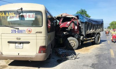 Nghệ An: Xe khách và xe tải đấu đầu | Thaiger