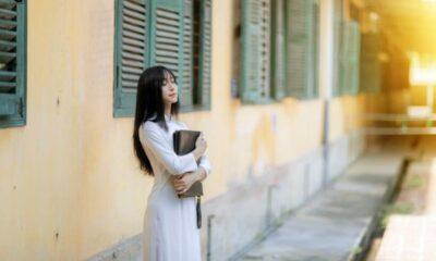 Lynk Lee xinh đẹp thuần khiết trong bộ áo dài nữ sinh | Thaiger