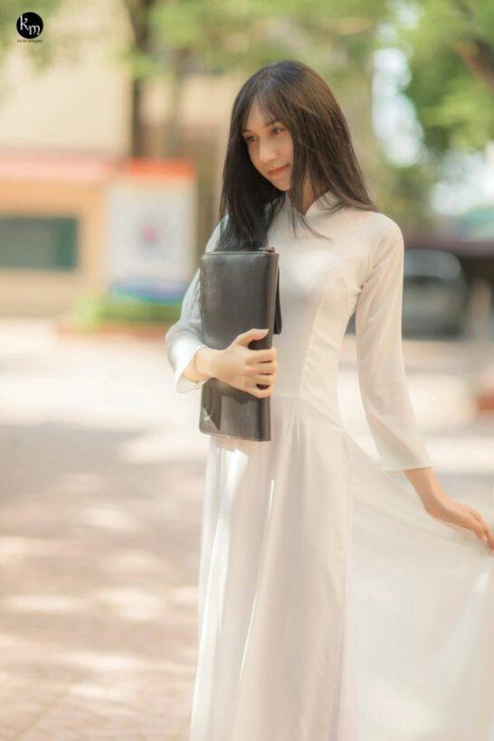 Lynk Lee xinh đẹp thuần khiết trong bộ áo dài nữ sinh | News by Thaiger