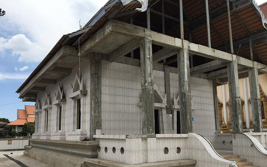 Thai historians aghast as faux-marble floor tiles used to renovate 300 year old temple | The Thaiger