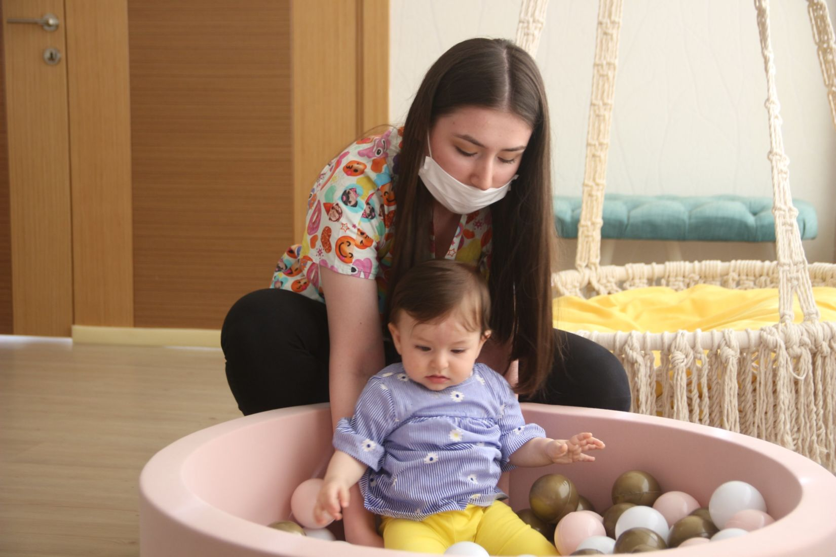 WHO says to keep breastfeeding, even with Covid-19   The Thaiger