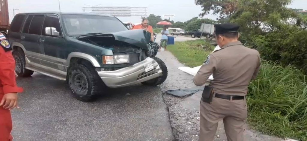 Chon Buri minivan lands in pond after SUV collision | News by The Thaiger