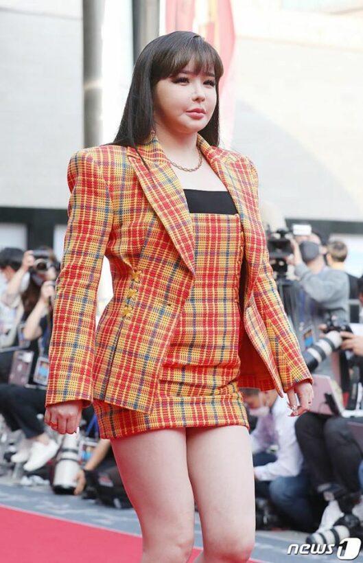 Bất ngờ trước gương mặt bị biến dạng của Park Bom (2NE1) | News by Thaiger