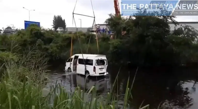 Chon Buri minivan lands in pond after SUV collision | The Thaiger