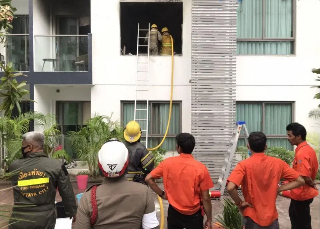 Pattaya condo destroyed by blaze - VIDEO | News by The Thaiger