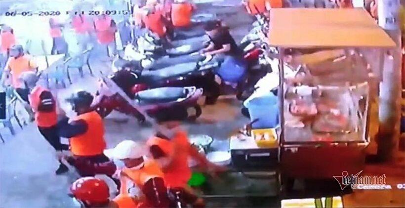 Vụ 200 côn đồ mặc áo đồng phục cam chém người ở quán ốc: Bắt được kẻ cầm đầu | News by The Thaiger