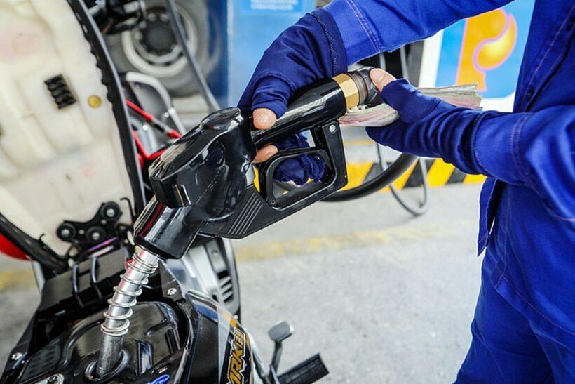 Chiều nay giá xăng dầu tăng mạnh: Gần 900 đồng/lít! | The Thaiger