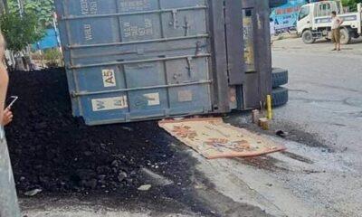 Yên Bái: Xe chở than lật đè bẹp xe máy khiến 2 mẹ con tử vong | Thaiger