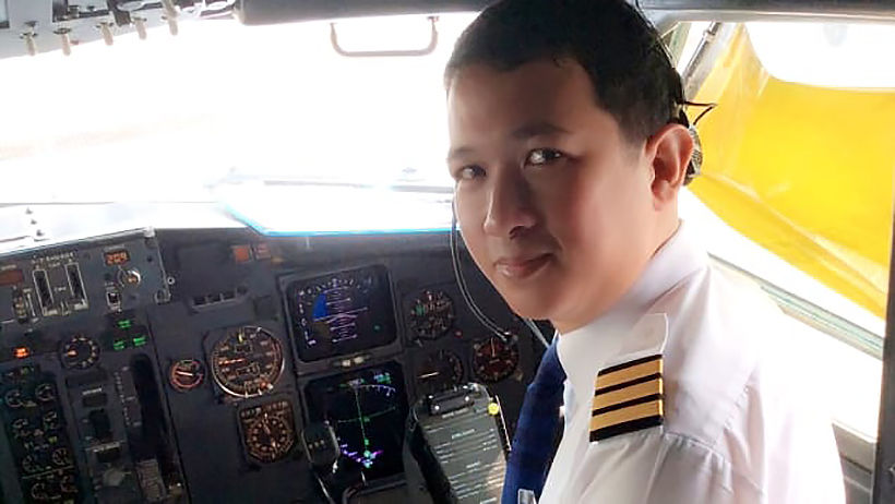 Grounded Thai pilot now does motorbike food deliveries   Thaiger