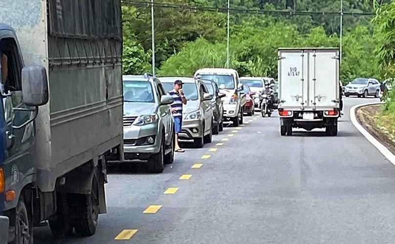 Lâm Đồng: Ô tô khách và xe ben đâm trực diện khiến đèo Bảo Lộc kẹt cứng nhiều giờ | News by Thaiger
