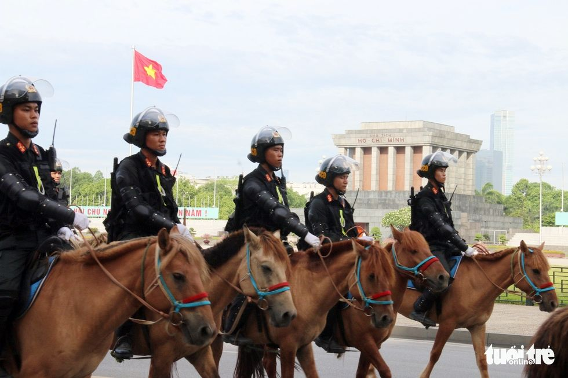 Đoàn cảnh sát cơ động kỵ binh lần đầu tiên ra mắt tại Việt Nam | News by The Thaiger