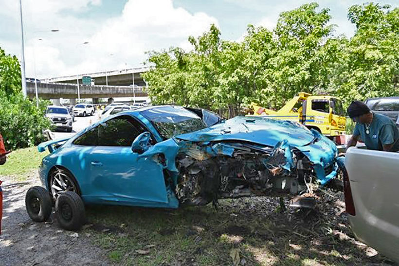 Nonthaburi teen, 3 friends injured as Porsche smashes into tree | News by Thaiger