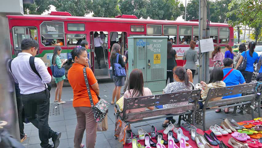 Poll shows most Bangkok residents dissatisfied with public bus service | Thaiger