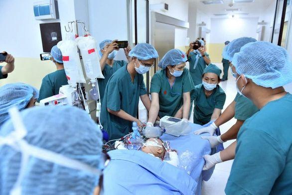 Phẫu thuật tách rời cặp song sinh dính liền Trúc Nhi - Diệu Nhi thành công | News by Thaiger