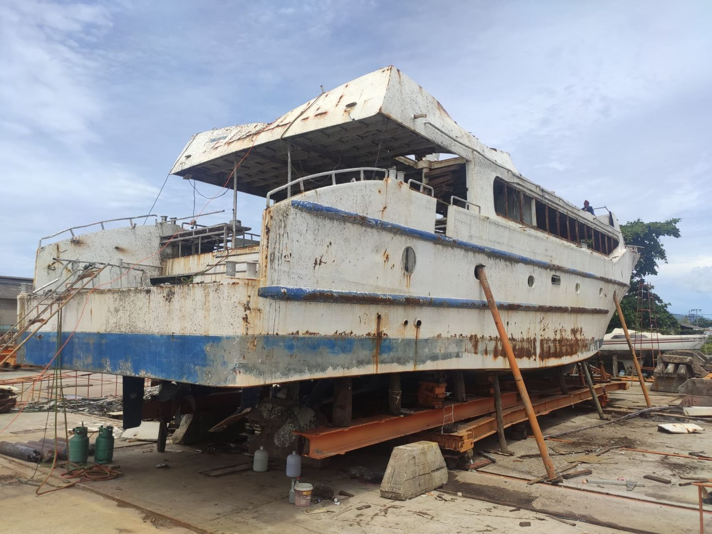 Phuket's killer boat Phoenix ripped apart for scrap metal | Thaiger