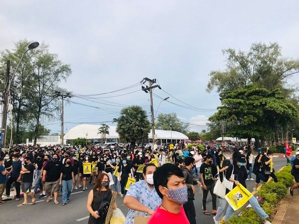 Phuket anti-government protest attracts up to 400 people | News by Thaiger