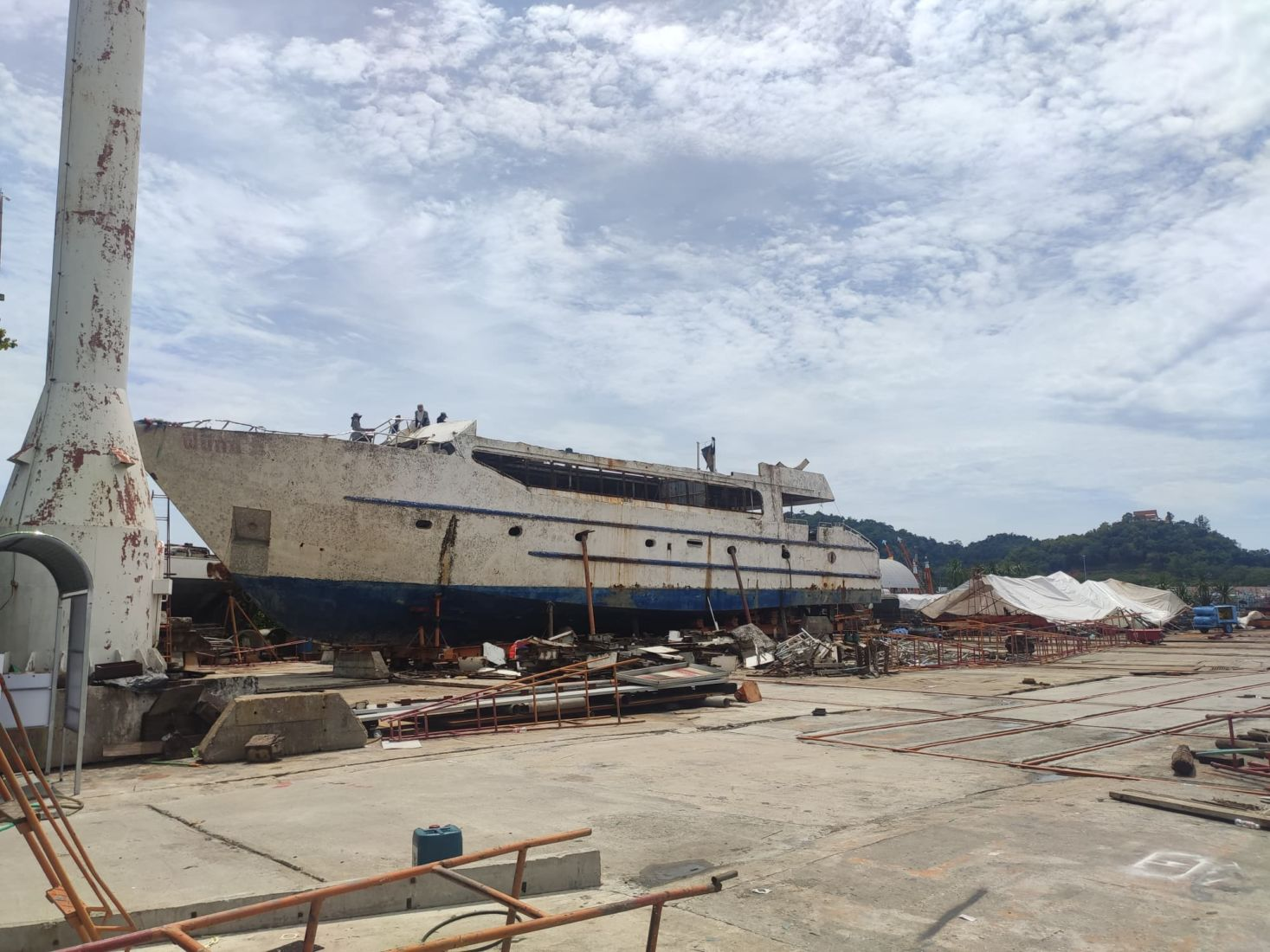 Phuket's killer boat Phoenix ripped apart for scrap metal | News by Thaiger