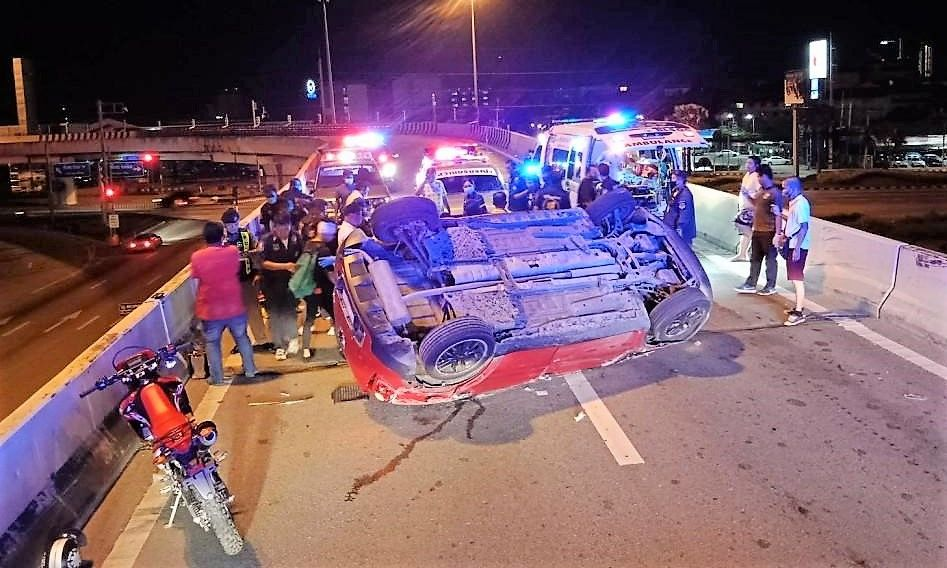 Speeding car in Pattaya flips and injures 5 teenagers – VIDEO | Thaiger