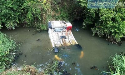 Navy officer jumps in to save driver after car plunges into Chon Buri canal | Thaiger