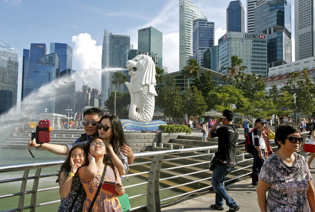 Locals not rushing to book Singapore 'staycations' | Thaiger