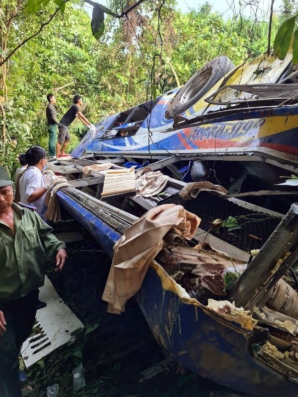 Kon Tum: Xe khách rơi xuống đèo, 5 người tử vong, hàng chục người bị thương | News by The Thaiger