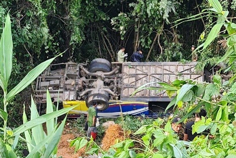 Kon Tum: Xe khách rơi xuống đèo, 5 người tử vong, hàng chục người bị thương | The Thaiger